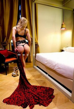 Ocelina massage sexy escort